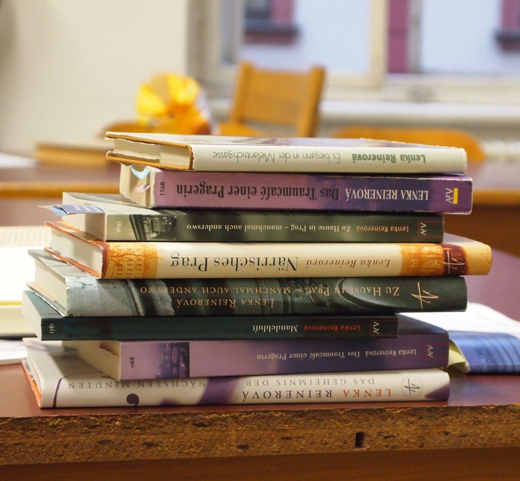 Lenka Reinerová Bücherstapel